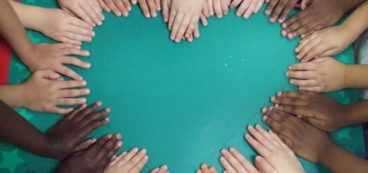 colour-hands-rbwxmf